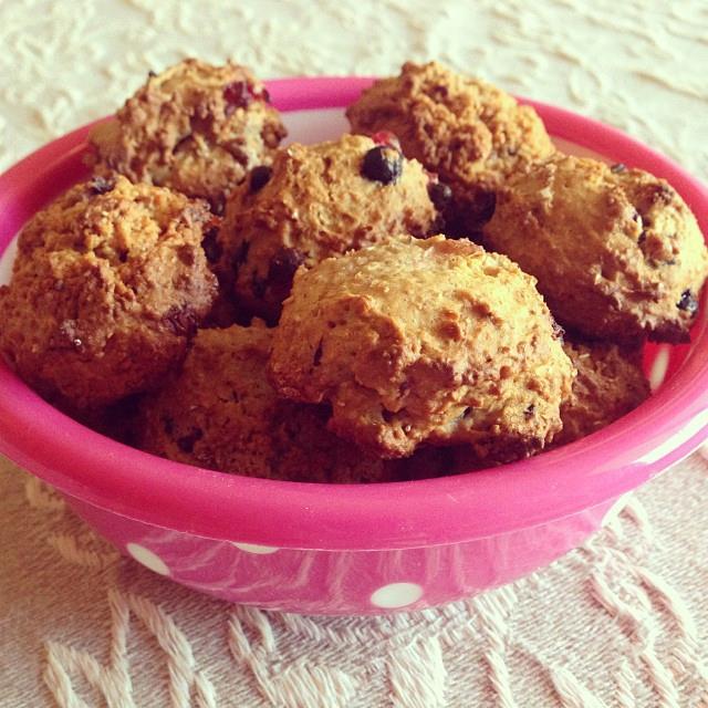 Biscotti integrali al miele e frutti di bosco